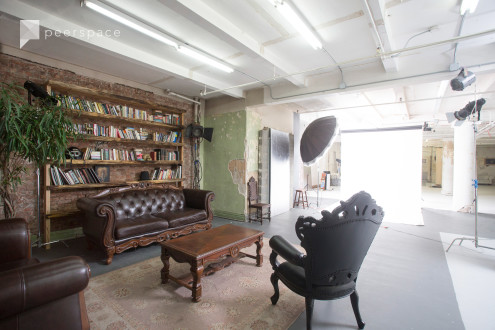 Affordable and Unique Photo Studio with Included Equipment in Midtown, NYC, NY | Peerspace