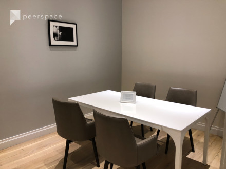 Beautiful conference room  on Upper West Side in Upper West Side, New York, NY | Peerspace