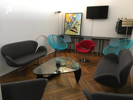 Salle de réunion au sein d'un coworking au design épuré in République, Paris,  | Peerspace