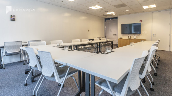 High-End Meeting Space with River Views in West Loop, Chicago, IL | Peerspace