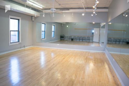 800 sqft Private Dance Studio in North Center, Chicago, IL | Peerspace