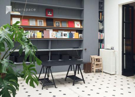 Studio de Photographe Historique - Place des Vosges - Grande Verrière - 125m2 in Les Archives, Paris,  | Peerspace