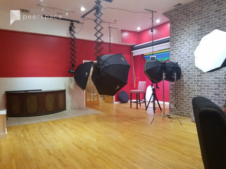 Photography Studio- EVENING RATE- Near University of Chicago in Greater Grand Crossing, Chicago, IL | Peerspace