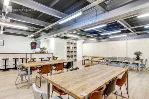 Salle de réunion dans une brasserie parisienne - Meeting room in a parisian brewery in St Ambroise, Paris,  | Peerspace