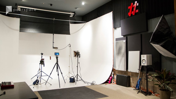 Studio space with cyclorama for photo/video projects in Southwest Berkeley, Berkeley, CA | Peerspace