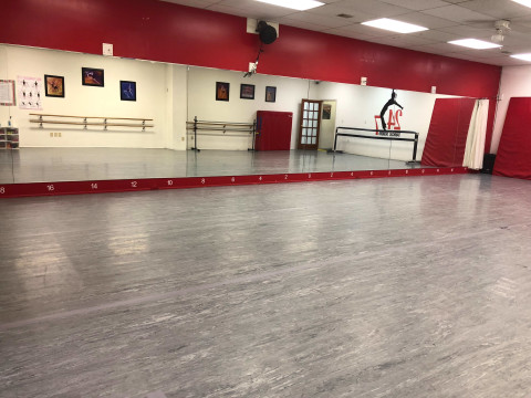 Frederick City Large Dance Studio Room Mirrors Tables