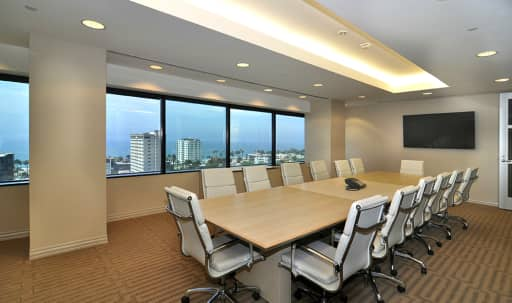 Large Conference Room in Wilshire Montana, Santa Monica, CA | Peerspace