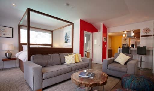 Private Pool House in Mar Vista / Venice in Mar Vista, Los Angeles, CA | Peerspace