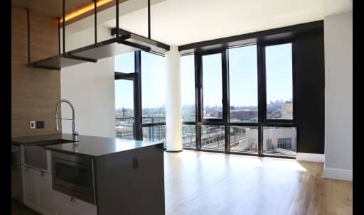 Bright 8-person Luxury Space in Long Island City, Long Island City, NY | Peerspace