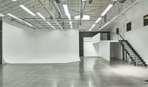 Spacious Downtown Studio with White Cyclorama in Central LA, Los Angeles, CA | Peerspace