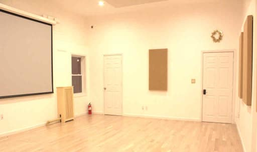Clinton Hill Bright Spacious Studio With Skylight in Clinton Hill, Brooklyn, NY | Peerspace