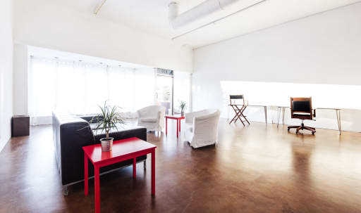 Contemporary Loft-Style Studio, 1,900 sq ft  Near Warner Bros, Disney, etc. in Magnolia Park, Burbank, CA | Peerspace