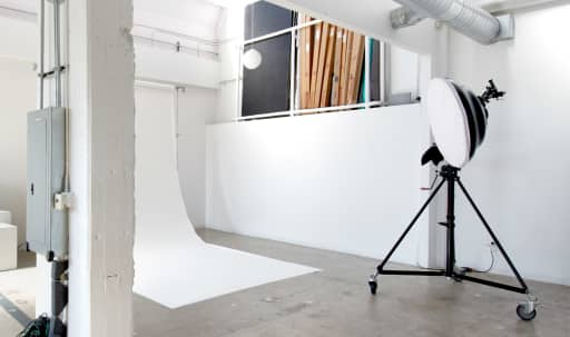 Spacious Hollywood Studio, Brilliant with Natural Light in Central LA, Los Angeles, CA | Peerspace