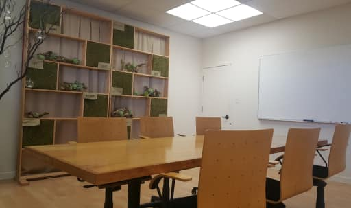 Conveniently located of 101/Peninsula. Nice, well-lit, roomy space with comfortable decor. Wifi, HD, White board. in Ingold - Milldale, Burlingame, CA | Peerspace