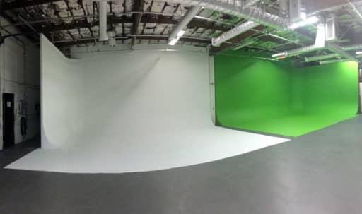 Green and White Screen Cyc Studio in Tropico, Glendale, CA   Peerspace