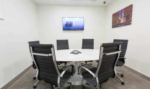 Perfect, Modern Midtown Meeting Room for 6 - Meeting Room E - HS in Midtown, New York, NY | Peerspace