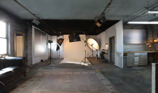 Affordable and Unique Photo Studio with Included Equipment in Long Island City, NYC, NY | Peerspace