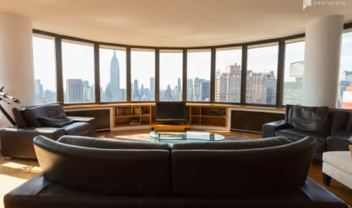 Midtown High Rise Apartment with 180 degree Skyline Views - Apt 1 in Murray Hill, New York, NY | Peerspace