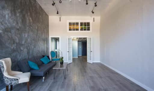 Airy, Contemporary Lake Merritt Studio in Ivy Hill, Oakland, CA | Peerspace