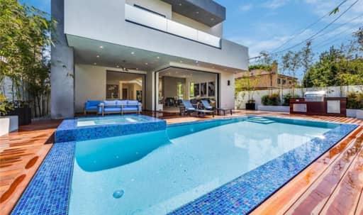 Exquisite Modern- LA Open Floor Plan in Sherman Oaks, Los Angeles, CA | Peerspace