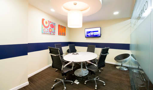 Modern Small Meeting Room C for 5 - TS in Midtown, NEW YORK, NY | Peerspace