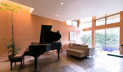 Modern almost 5,000 sq.f. house in Bel Air, with plenty of natural lighting and parking in Bel Air, Los Angeles, CA   Peerspace