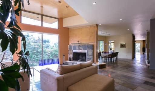 Modern almost 5,000 sq.f. house in Bel Air, with plenty of natural lighting and parking in Bel Air, Los Angeles, CA | Peerspace