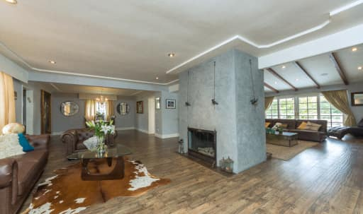Bright Inviting Home Perfect for Multiple Sets in Sherman Oaks, sherman oaks, CA | Peerspace
