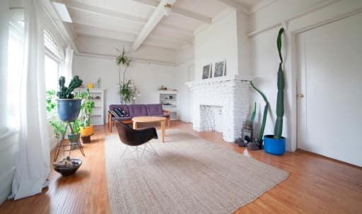 Spacious updated Craftsman home with Mid-century aesthetic in South Los Angeles, Los Angeles, CA   Peerspace