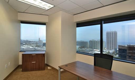 Day Office in Santa Monica in Wilshire Montana, Santa Monica, CA | Peerspace
