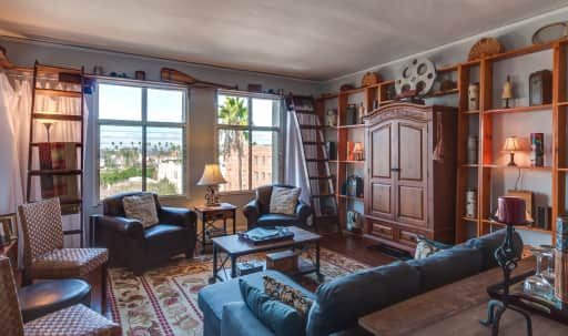 1920's 6th floor large Apartment with West & South Views in Central LA, Los Angeles, CA | Peerspace