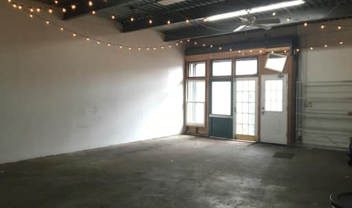 Warehouse space, open box, ground floor with lot. 2000 square feet. in Williamsburg, Brooklyn, NY | Peerspace