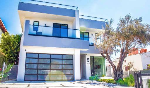 Ultra LA Modern w/ Roof Top Deck! in Central LA, Los Angeles, CA | Peerspace