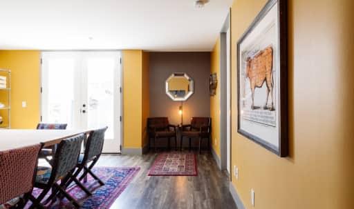 Verstile Art Deco Suite in Wilshire Montana, Santa Monica, CA | Peerspace