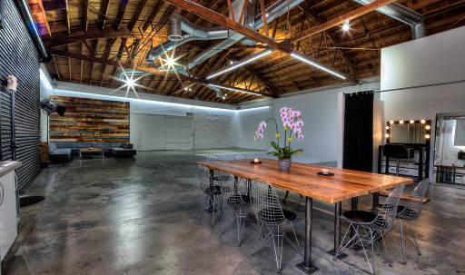 Mid-City Photo Studio in Mid-Wilshire, Los Angeles, CA | Peerspace