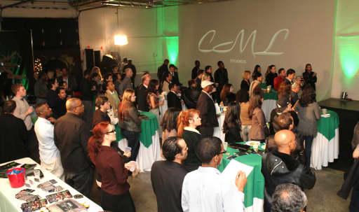 Green and White Screen Cyc Studio in Tropico, Glendale, CA | Peerspace