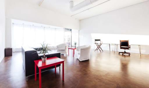 Contemporary Loft-Style Studio, 1,900 sq ft  Near Warner Bros, Disney, etc in Magnolia Park, Burbank, CA | Peerspace