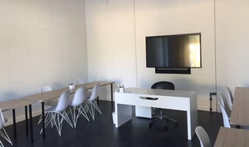 Fairfax Yoga Studio and Gallery Space in Central LA, Los Angeles, CA | Peerspace