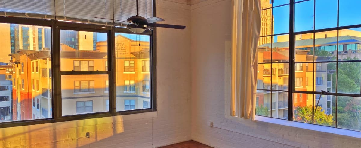 Upscale Downtown Loft with Skyline View + Rooftop Lounge in Atlanta Hero Image in Downtown Atlanta, Atlanta, GA