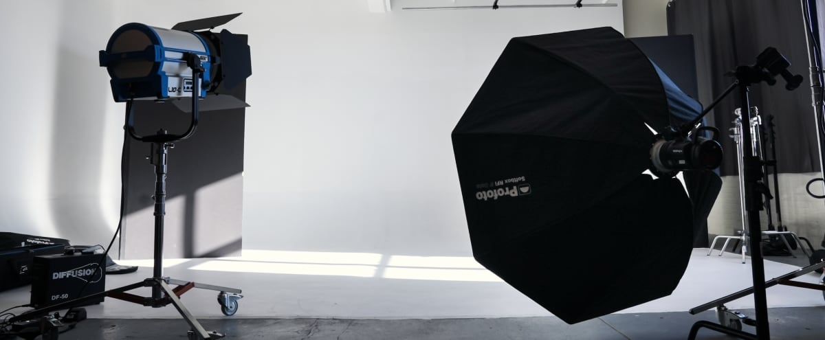 2000 sqf Corner Cyc Studio + Fully Equipped for Photo/Video w/Amazing Natural Light!! in Brooklyn Hero Image in Sunset Park, Brooklyn, NY