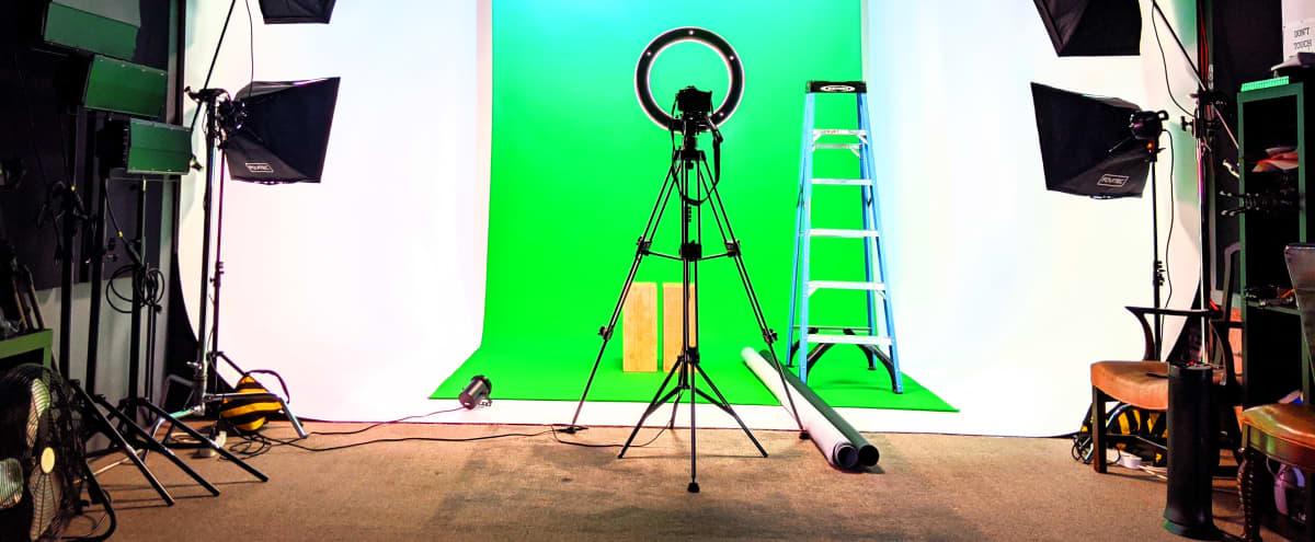 Studio w/Cyclorama & Equipment for Photo/Video Projects in BERKELEY Hero Image in Southwest Berkeley, BERKELEY, CA