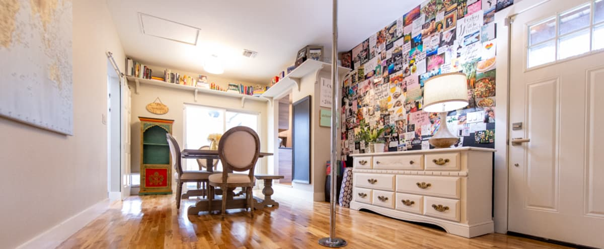 Austintacious centrally located pad in Austin Hero Image in North Loop, Austin, TX
