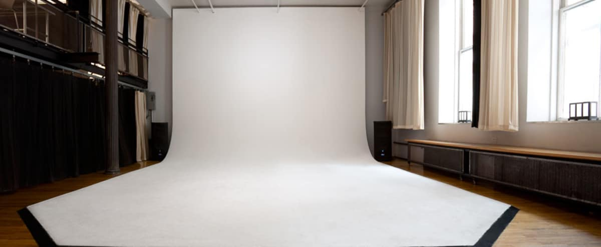 16-ft Ceiling - CYC - GREENSCREEN - Sunny Studio Union Square in New York Hero Image in Midtown Manhattan, New York, NY