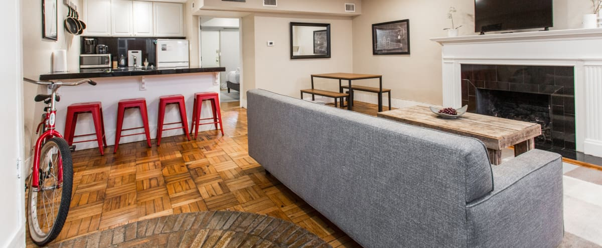 ❤️ Amazing, Rustic Condo in Historic 1850 Building / Perfect for Small Gatherings in Chicago Hero Image in Lincoln Park, Chicago, IL