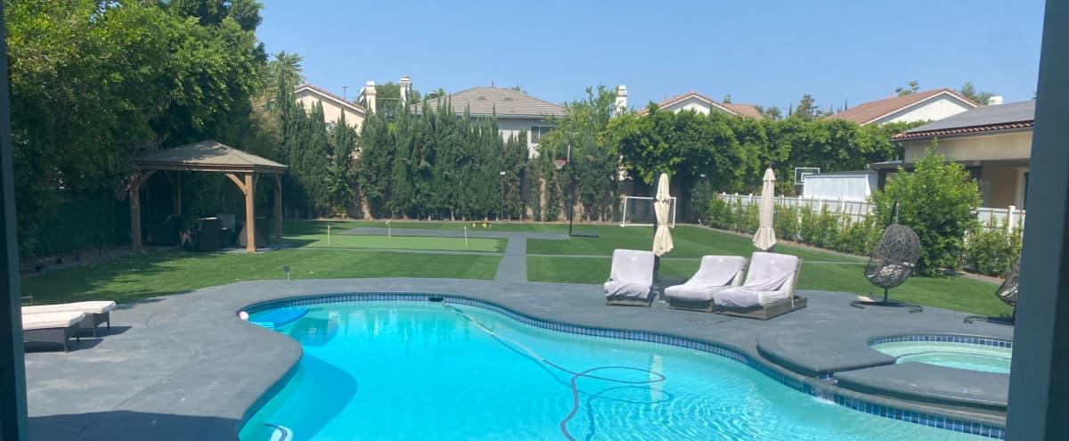 Modern House with Huge Backyard in Los Angeles Hero Image in Tarzana, Los Angeles, CA