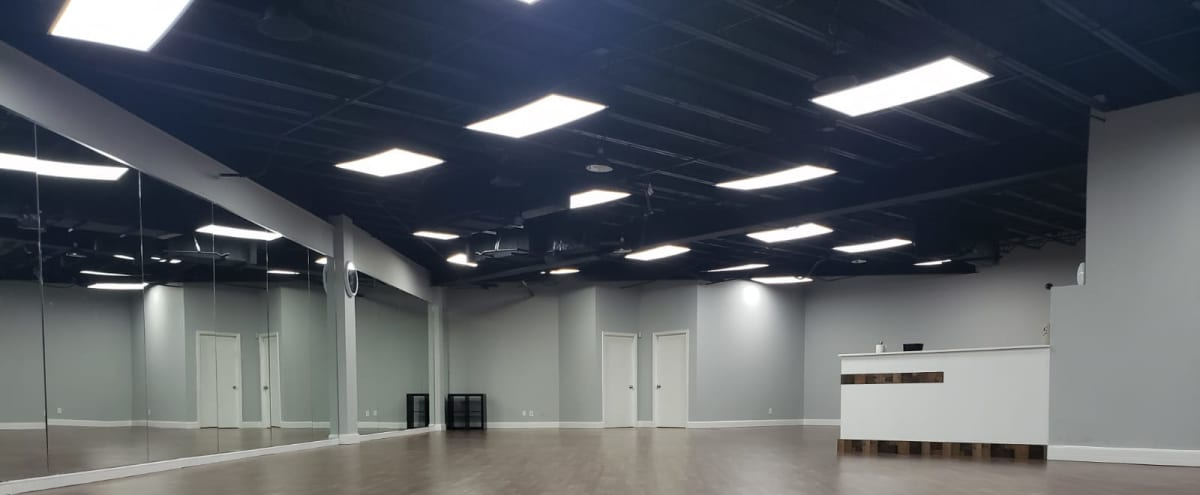 Spacious All Purpose Studio With Full Length Mirrors in Carrollton Hero Image in Southwest Carrollton, Carrollton, TX