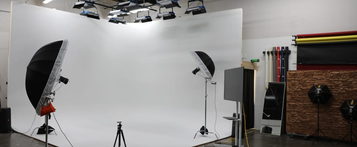 Tacoma video/photo studio with cyclorama wall and great lighting! in Fife Hero Image in undefined, Fife, WA