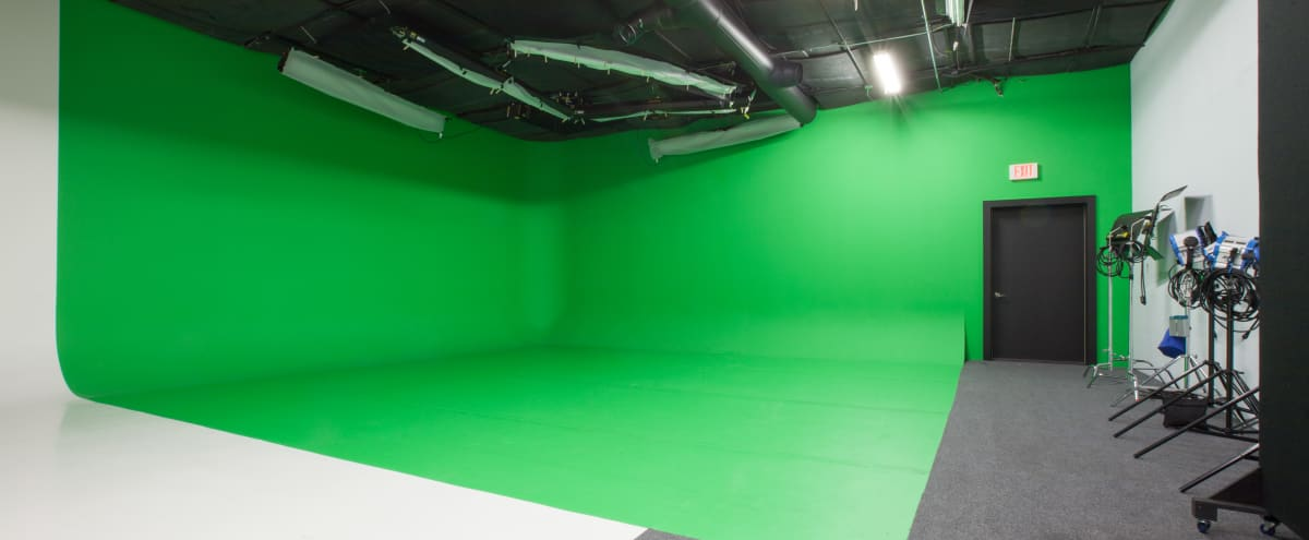 Green Cyc / White Sweep Film Studio Near O'Hare Airport in Northbrook Hero Image in undefined, Northbrook, IL