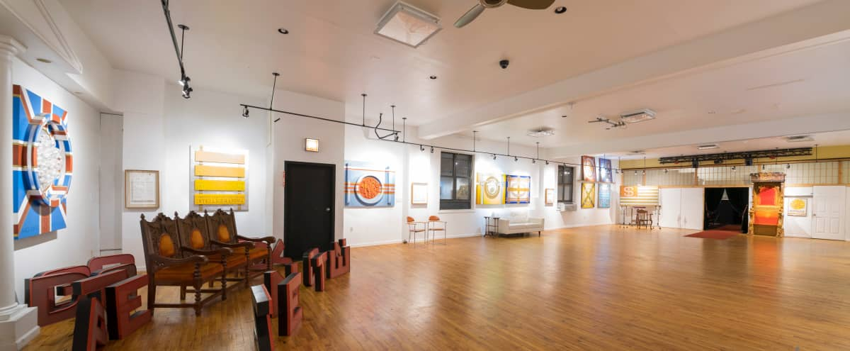 Versatile 4,200 Sq ft: Reception Hall/Art Gallery+Bar(Kitchenette) with 1 Parlor and 1 Performance Stage in Queens Hero Image in Woodside, Queens, NY