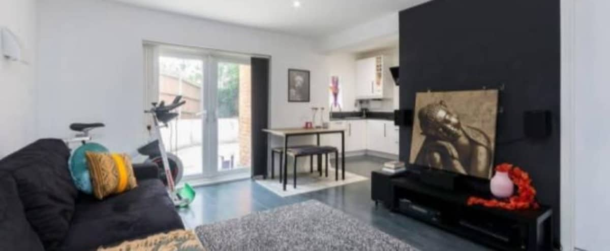 Urban London Flat With Free Driveway Parking in Acton Hero Image in undefined, Acton,